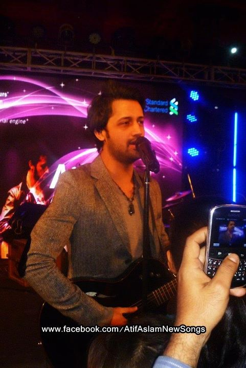 Atif Aslam Live at Golf Club, Karachi (14)