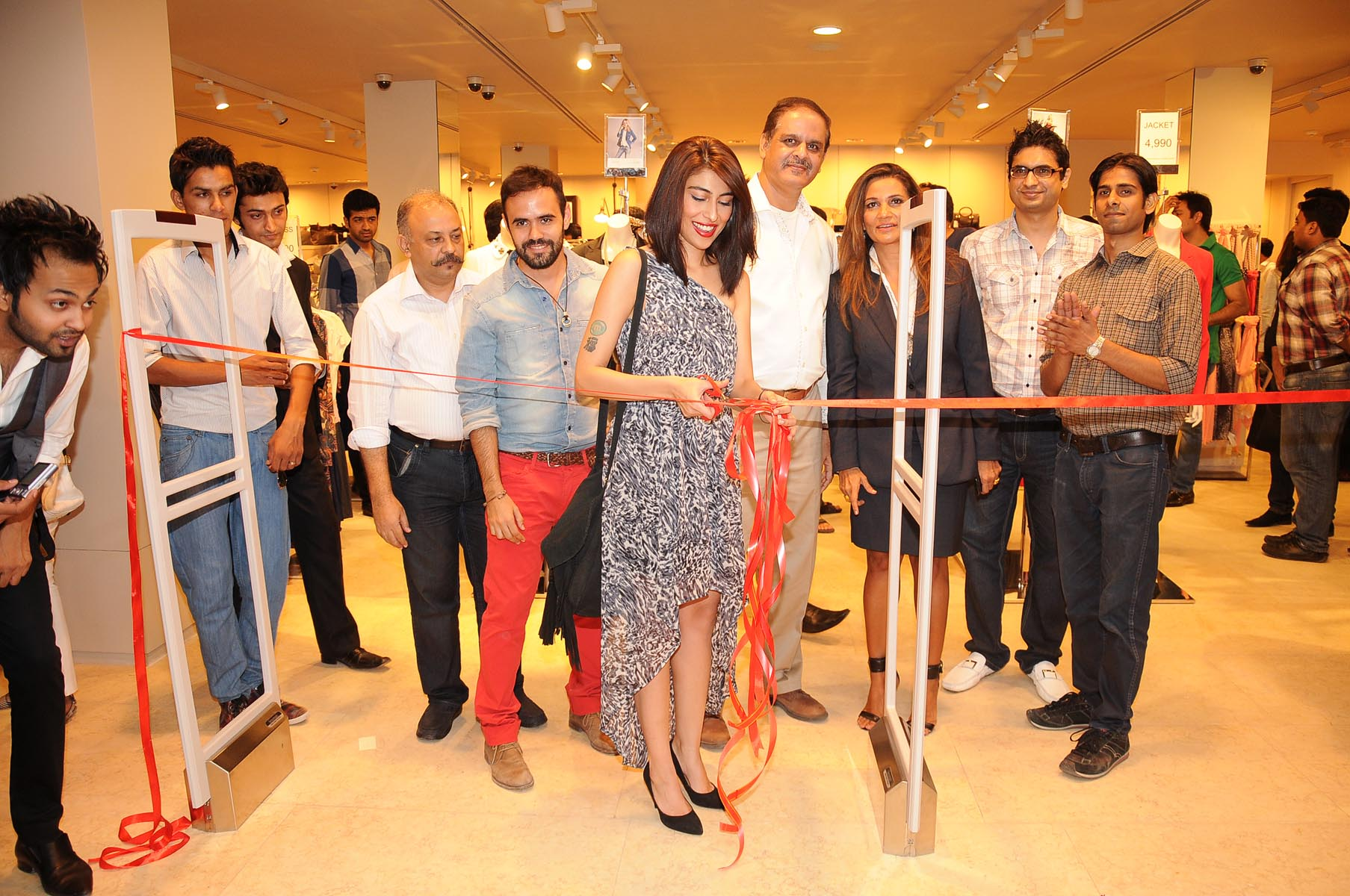 Meesha Shafi Cutting Ribbon at Mango Launch in Lahore