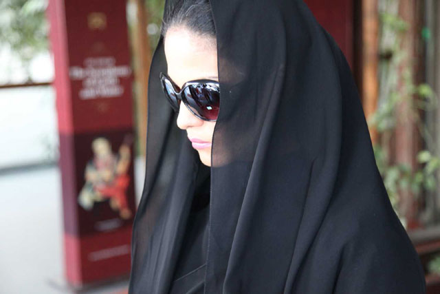 Veena Malik In Search Of a Perfect Face For Her New Movie