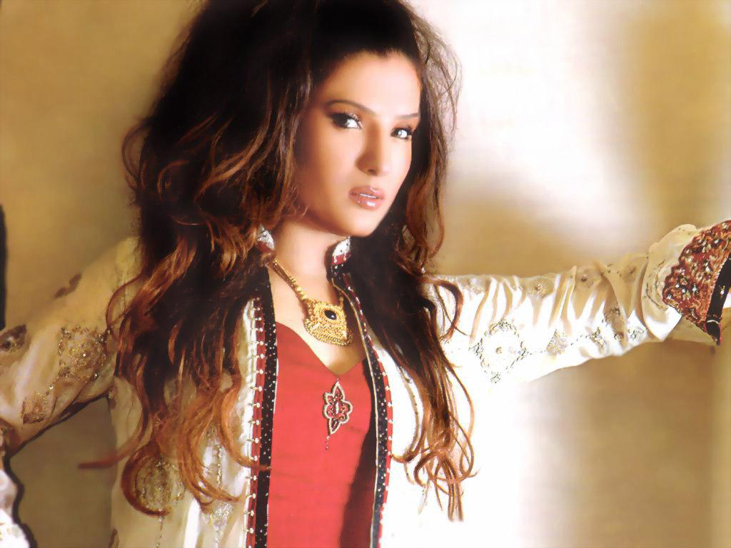 Actress Resham Suggests Lollywood to Move On
