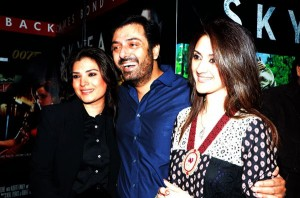 Pakistani Celebrities Rush in James Bond Sky Fall Premier in Lahore