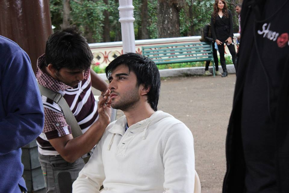 http://www.pakium.com/wp-content/uploads/2013/06/Imran-Abbas-in-upcoming-bollywood-movie-CREATURE-BTS-4.jpg