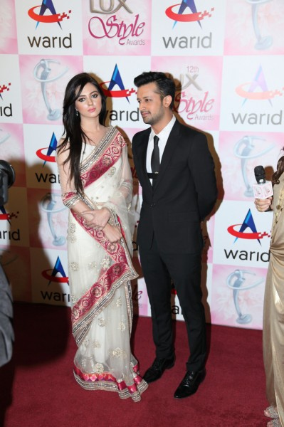 Atif Aslam & Sara Bharwana at Lux Style Awards 2013 (Redcarpet)
