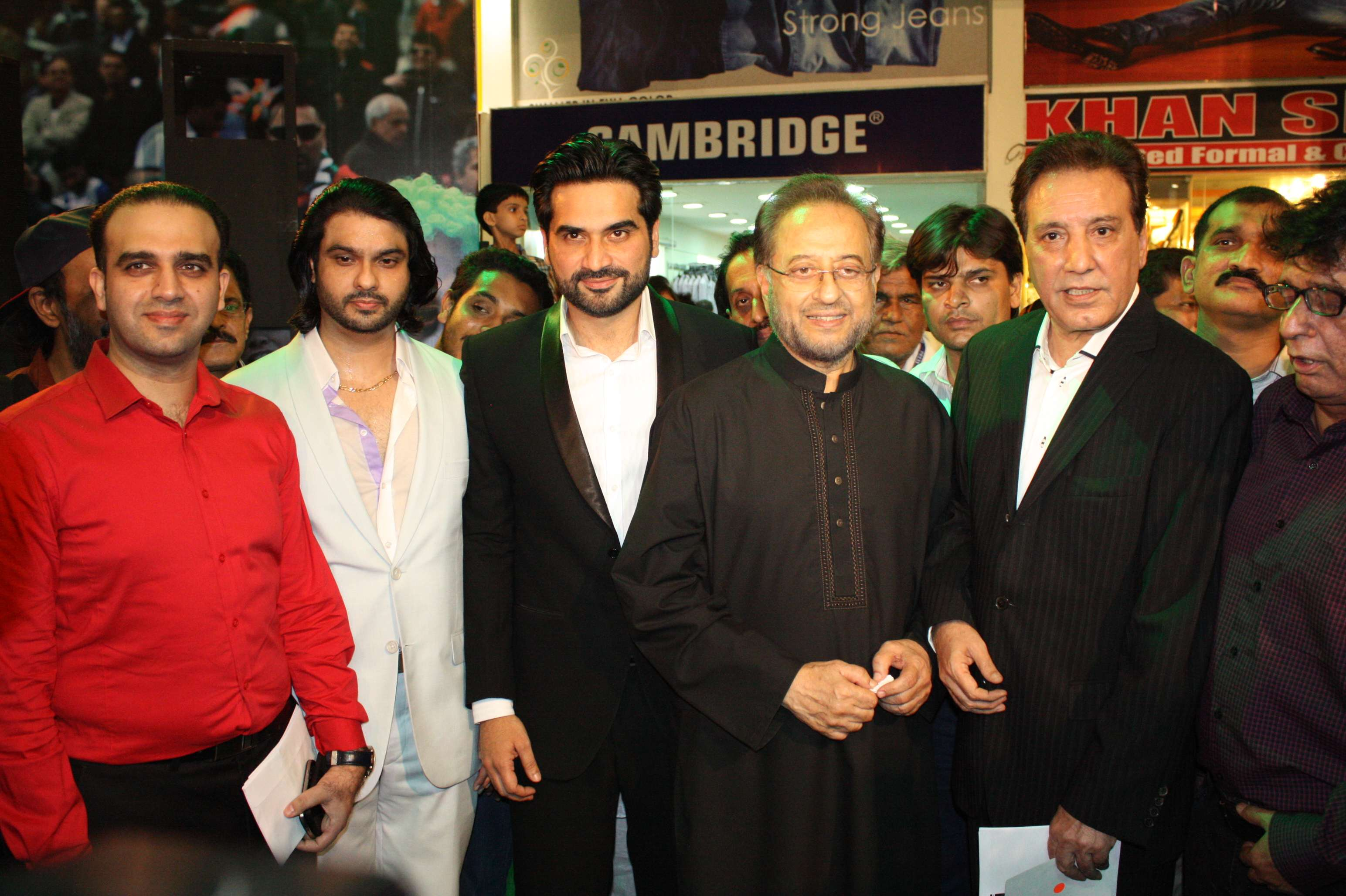 main-hoon-shahid-afridi-red-carpet-premiere-at-Atrium-cinemas (39)