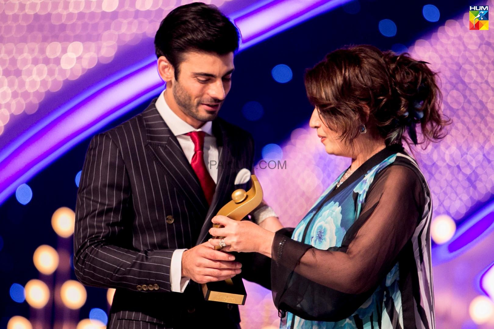 Fawad-Khan-2nd-HUM-AWARDS-2014 (45)